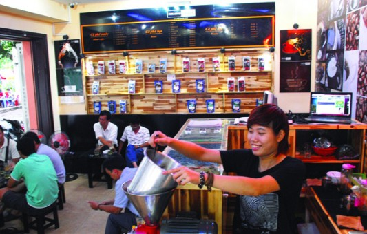 Cà phê xay tại chỗ hút khách